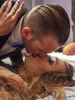 Shemale Kissing Pics